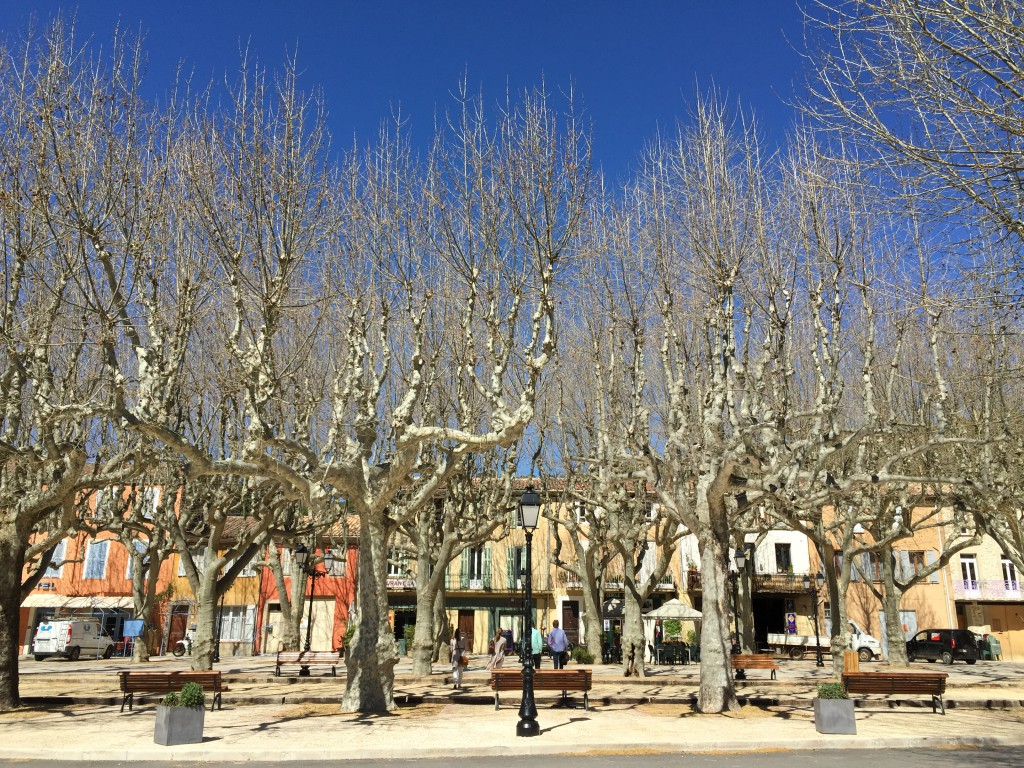 En typisk Bouledrome i en fransk landsby